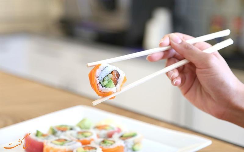 با چاپستیک مثل چینی ها غذایتان را نوش جان کنید