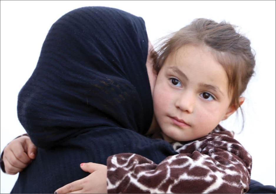 اشک و لبخند در نقطه صفر مرزی، پلیس مرزبانی دختر ربوده شده را به کشور بازگرداند